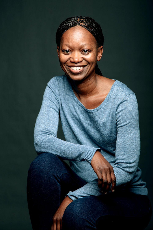 让太阳集团贵宾厅来认识一下南非第一位黑人女性直升机飞行员莱菲维·莱德瓦巴