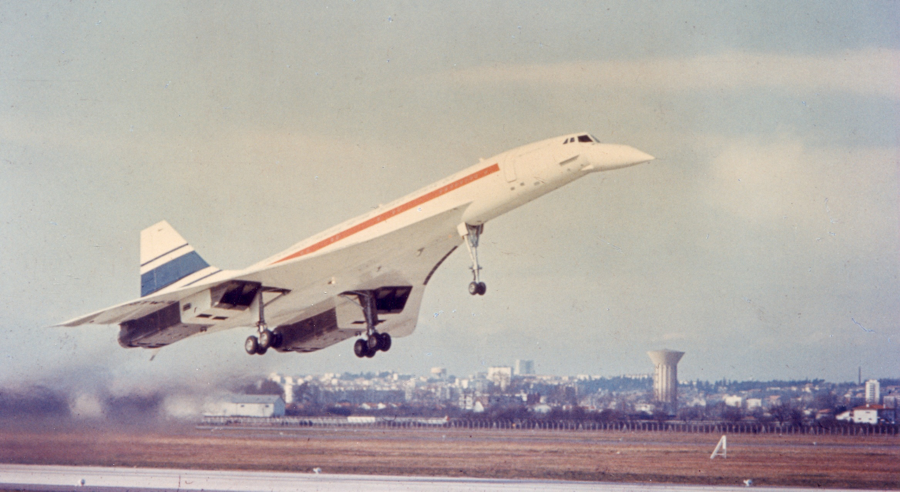 Concorde taking off from Toulouse