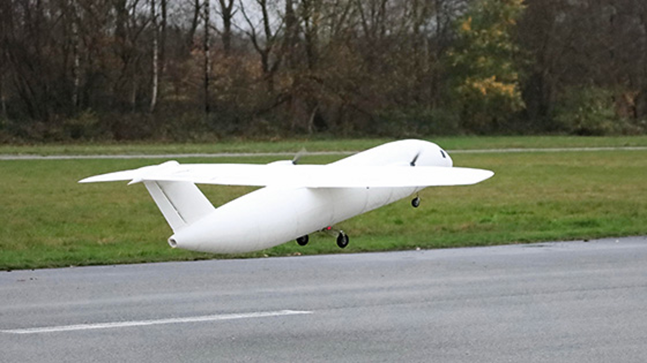 THOR makes its maiden flight in Stade, Germany, on 21 November 2015