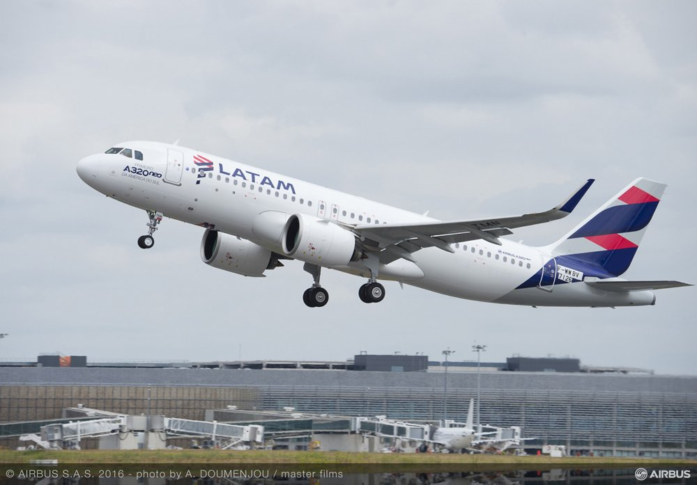 Takeoff of the first Airbus A320neo delivered to LATAM.