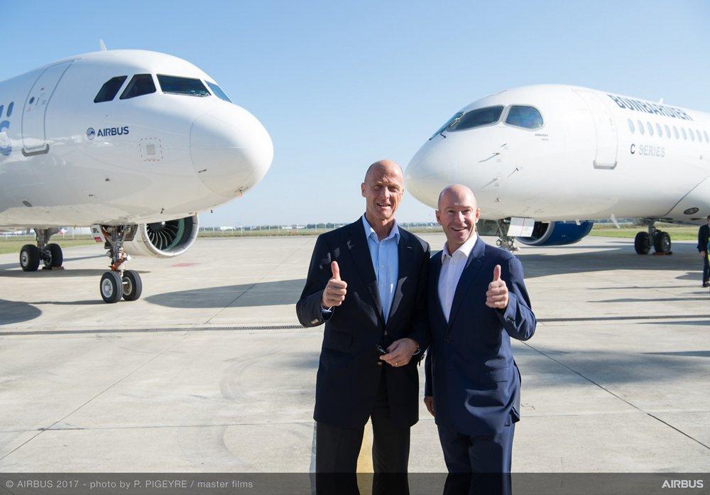 Tom Enders, Chief Executive Officer d'Airbus (à gauche), et Alain Bellemare, Président et Chief Executive Officer de Bombardier, célèbrent le nouveau partenariat entre Airbus et Bombardier.