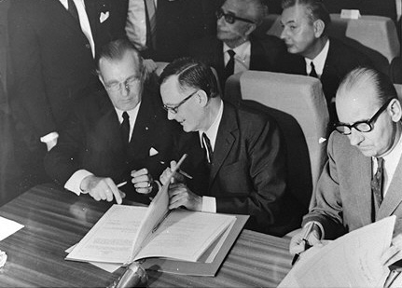 The milestone agreement that launched Airbus' A300 programme is signed at the 1969 Paris Air Show.