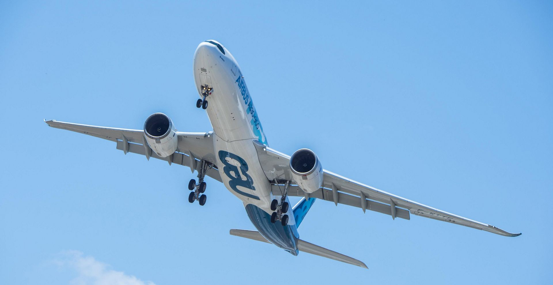 airbus strategy of assembling an aircraft essay Boeing, airbus rivalry – lessons in strategic planning updated april 26, 2018-this month boeing and airbus sold orders for $10 billion in jetsthis means both are under pressure to increase production.