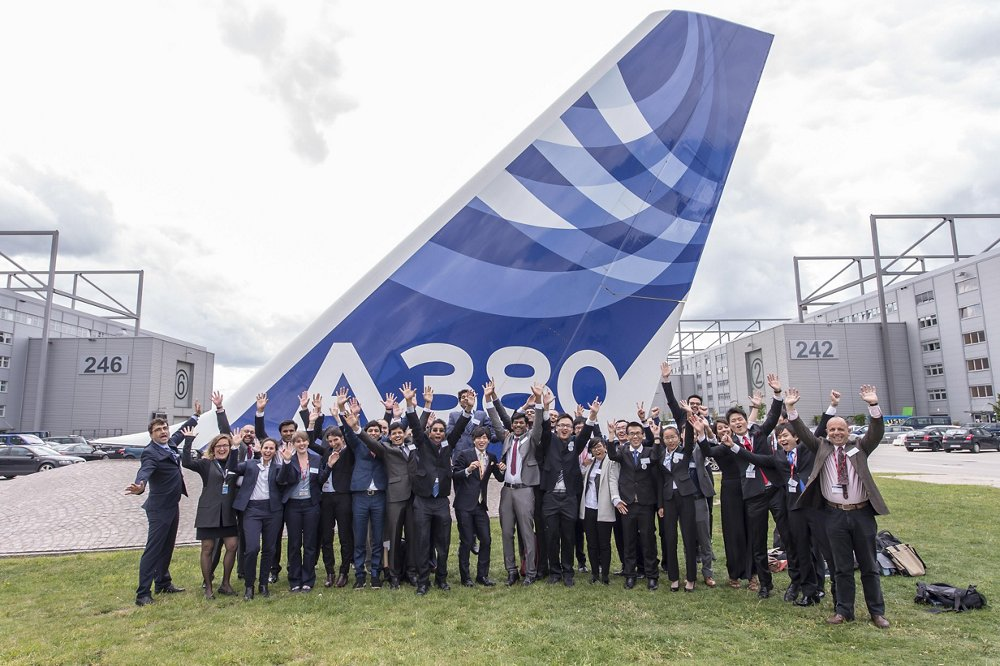 Airbus FYI 2015 Participants In Front Of A380 In Hamburg