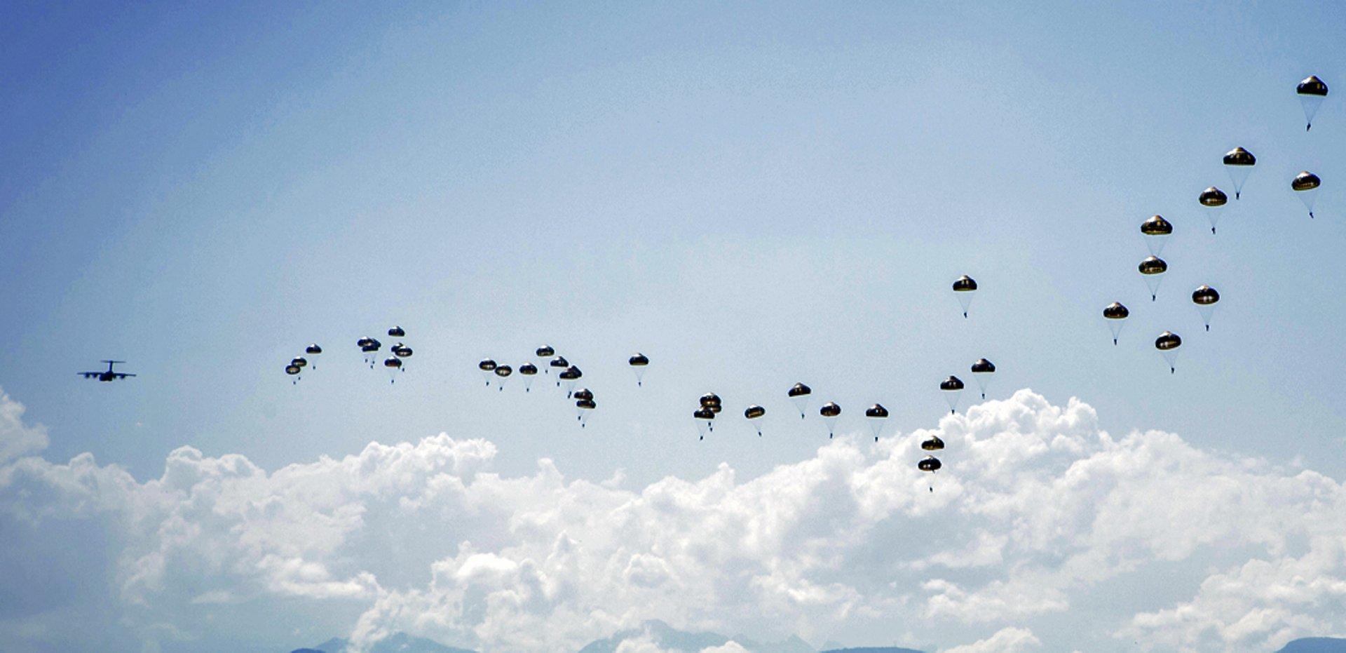 AG真人计划 A400M completes paratrooper simultaneous dispatch