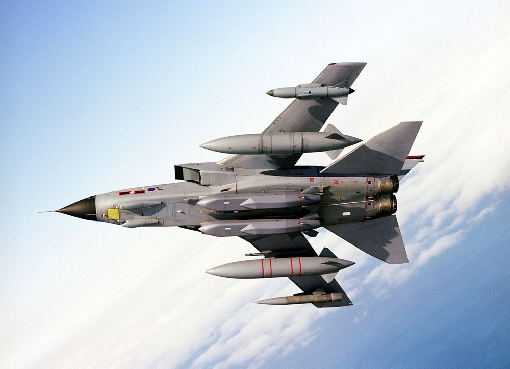 Bottom view of a banking Panavia Tornado combat aircraft, produced in a European industrial cooperation that includes Airbus.
