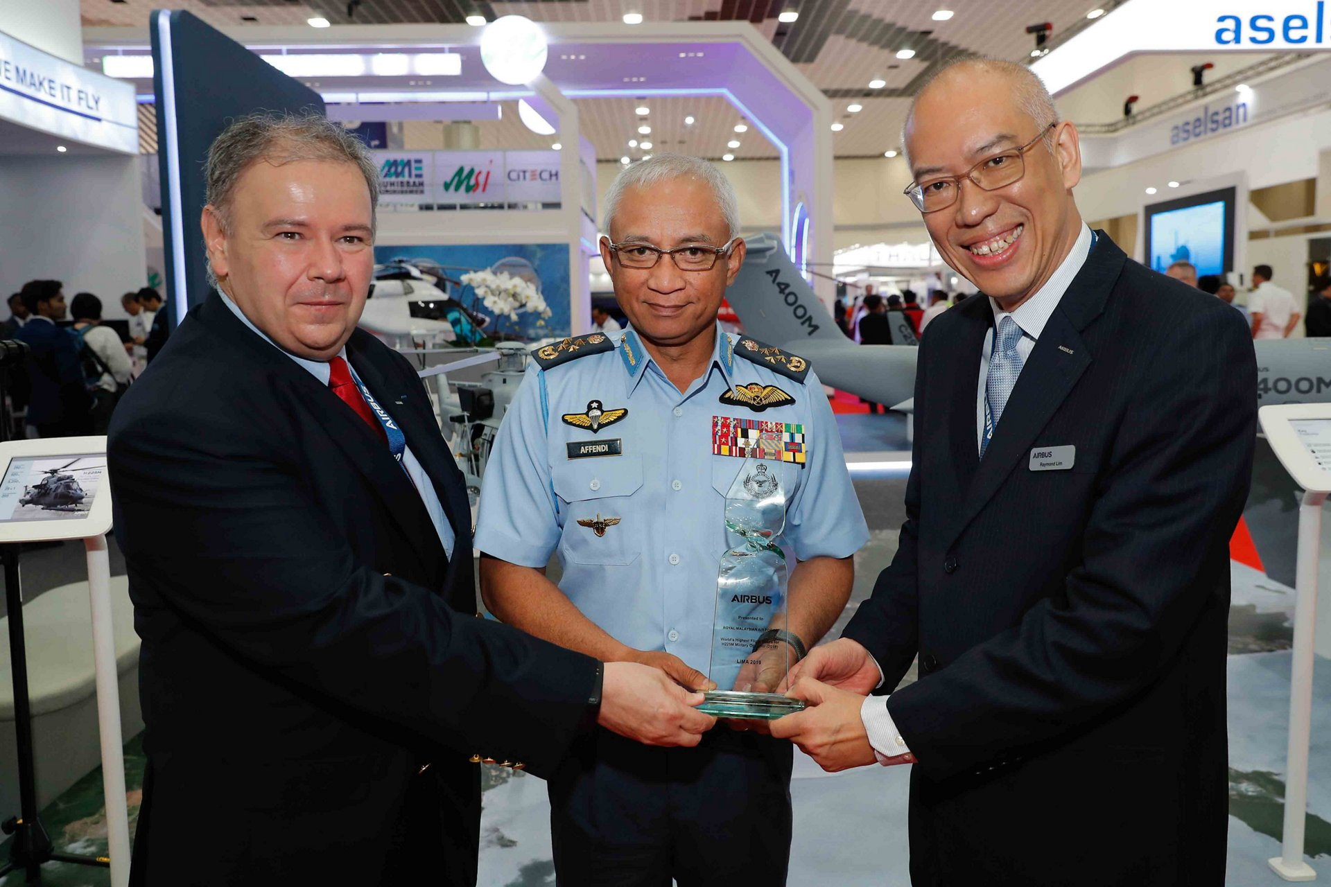 Chief Of Air Force Receiving Award From Airbus