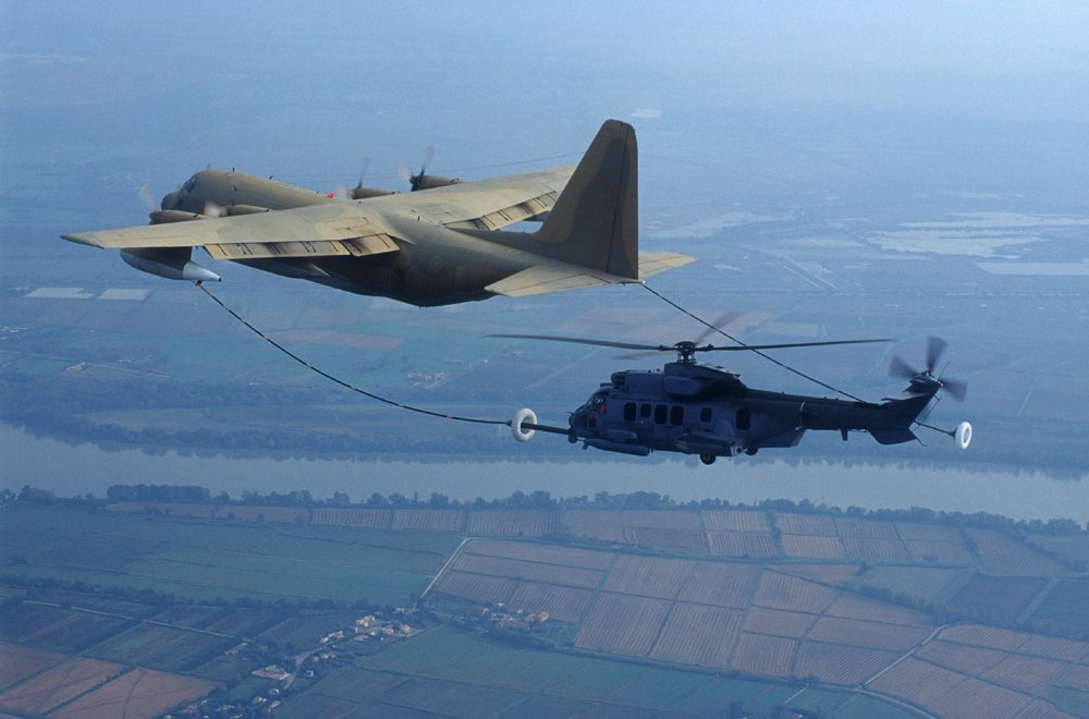 Refueling of a C130 LOCKHEED in flight by an AS532 A2 on October 24, 2000 in Istres (France).