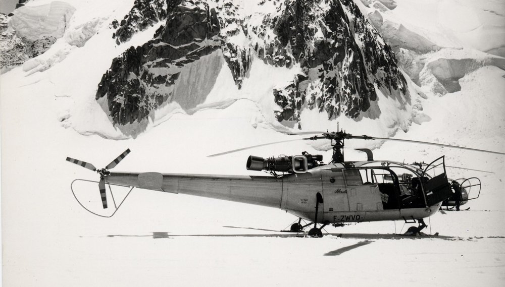 On 12 June 1960, the Alouette III landed on the summit of Mont Blanc with seven people on board.