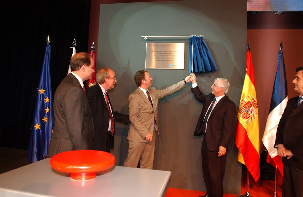 A photo from the inauguration ceremony for the Eurocopter España site in Albacete, which opened in 2007.