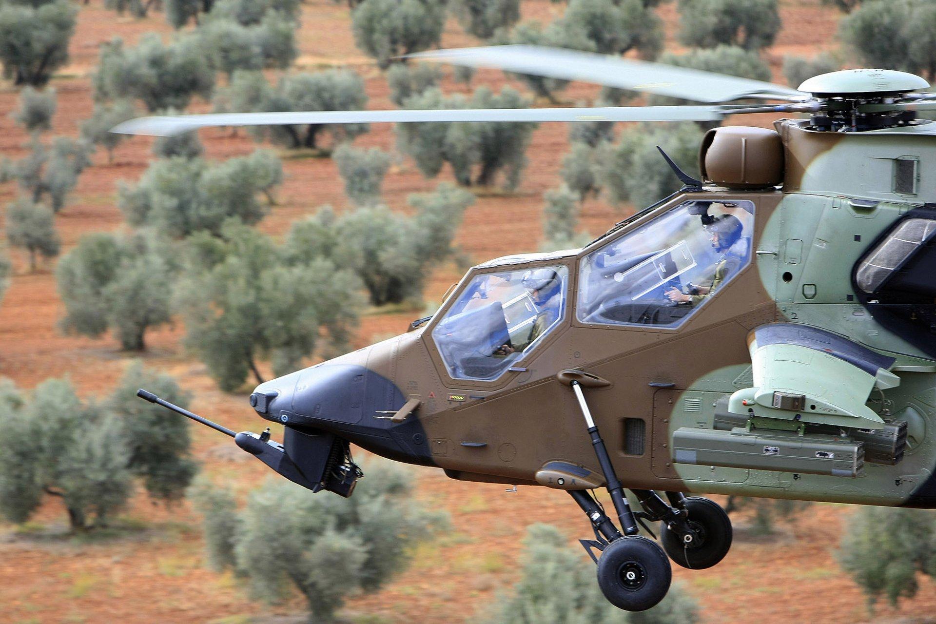 空中客车虎式直升机的侧视图有多用乐动体育app靠谱吗途攻击直升机的连座玻璃驾驶舱。