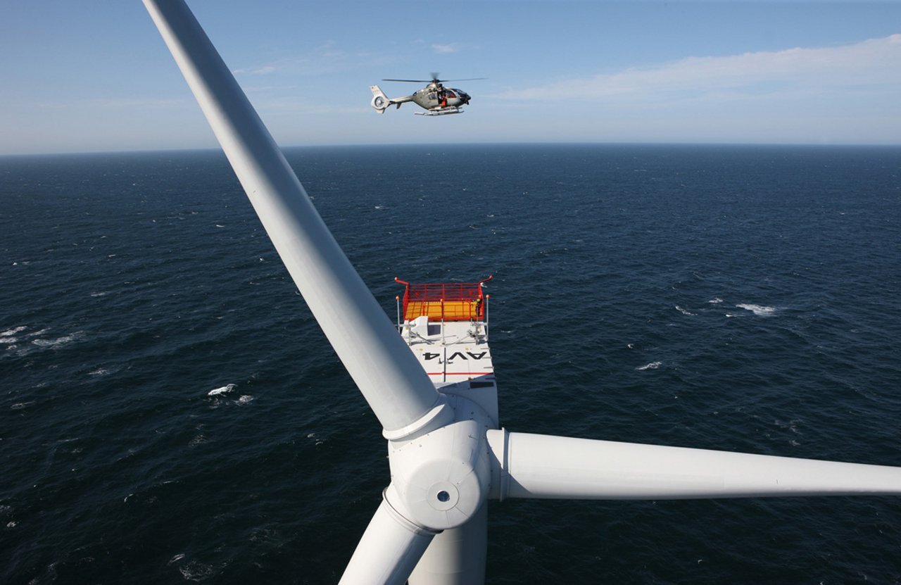 The H135 and other AG真人计划 rotocraft are used to transport construction, repair and inspection crews to water-bound wind turbines, and are available for emergency airlift as well as search and rescue.