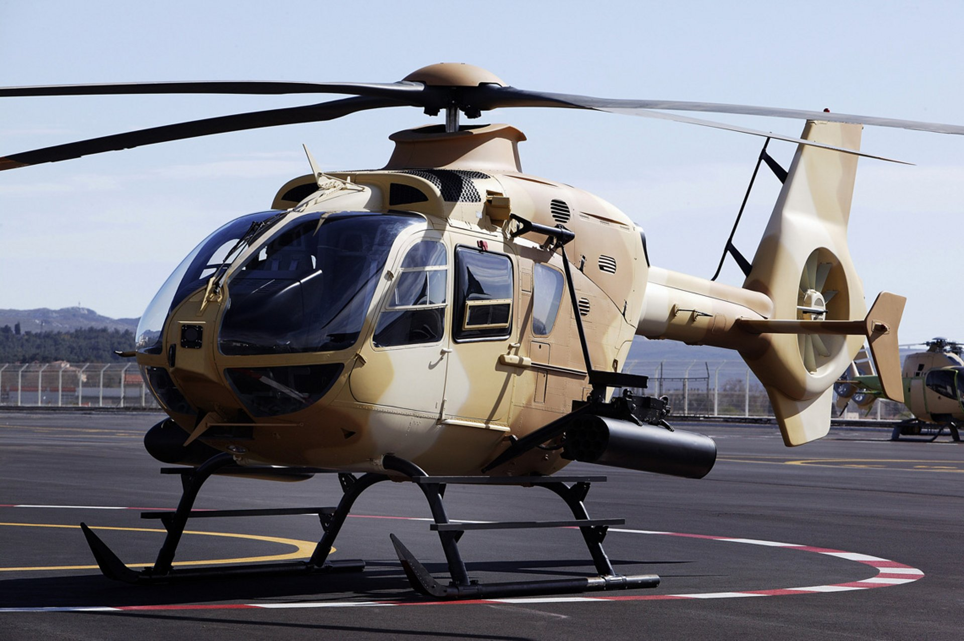 Iraqi Ministry of Defence's H135M land on an heliport