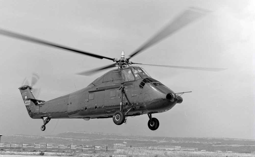 An in-flight photo of an H-34 BB helicopter in 1963.