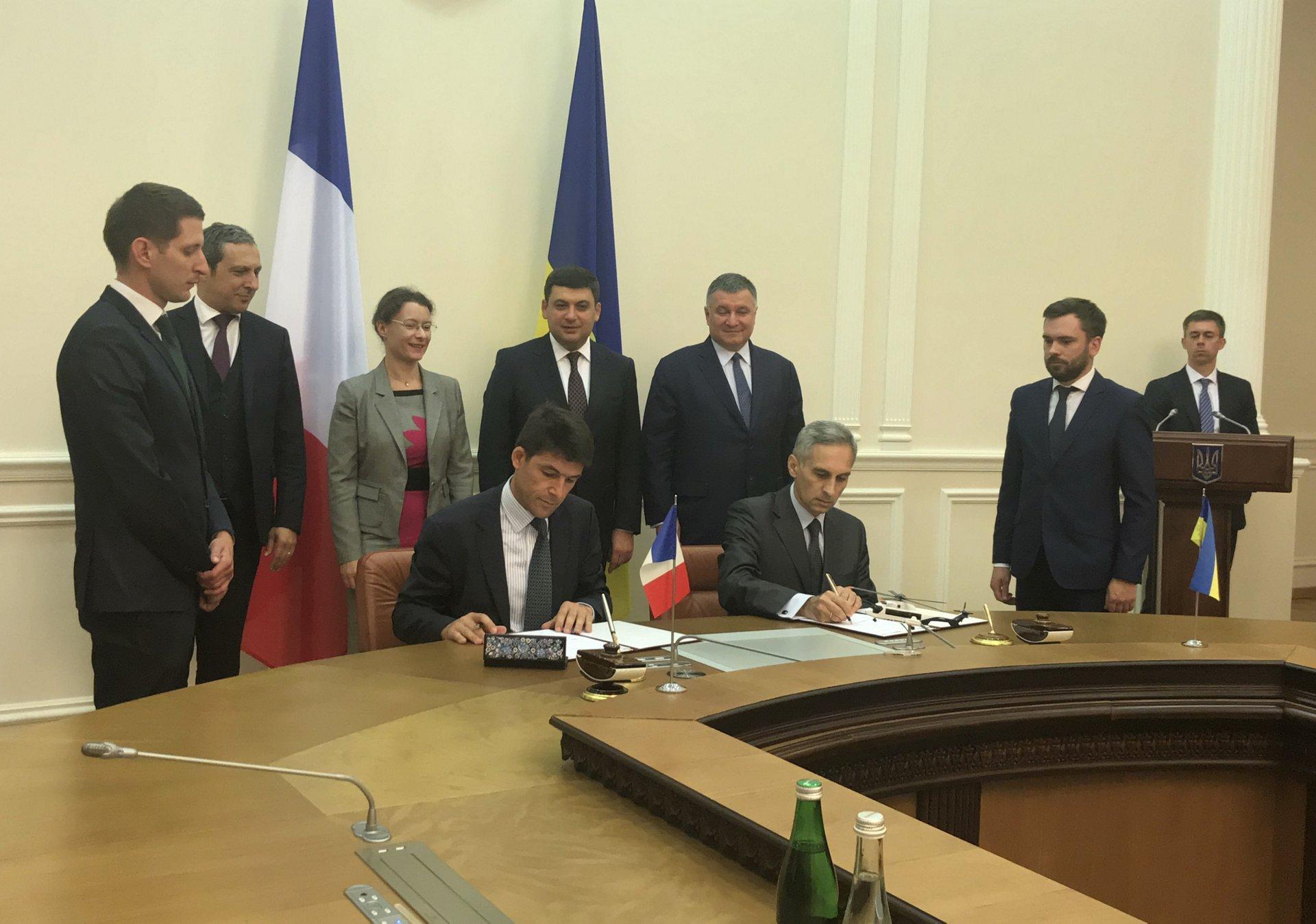 Ukraine Signing Helicopters