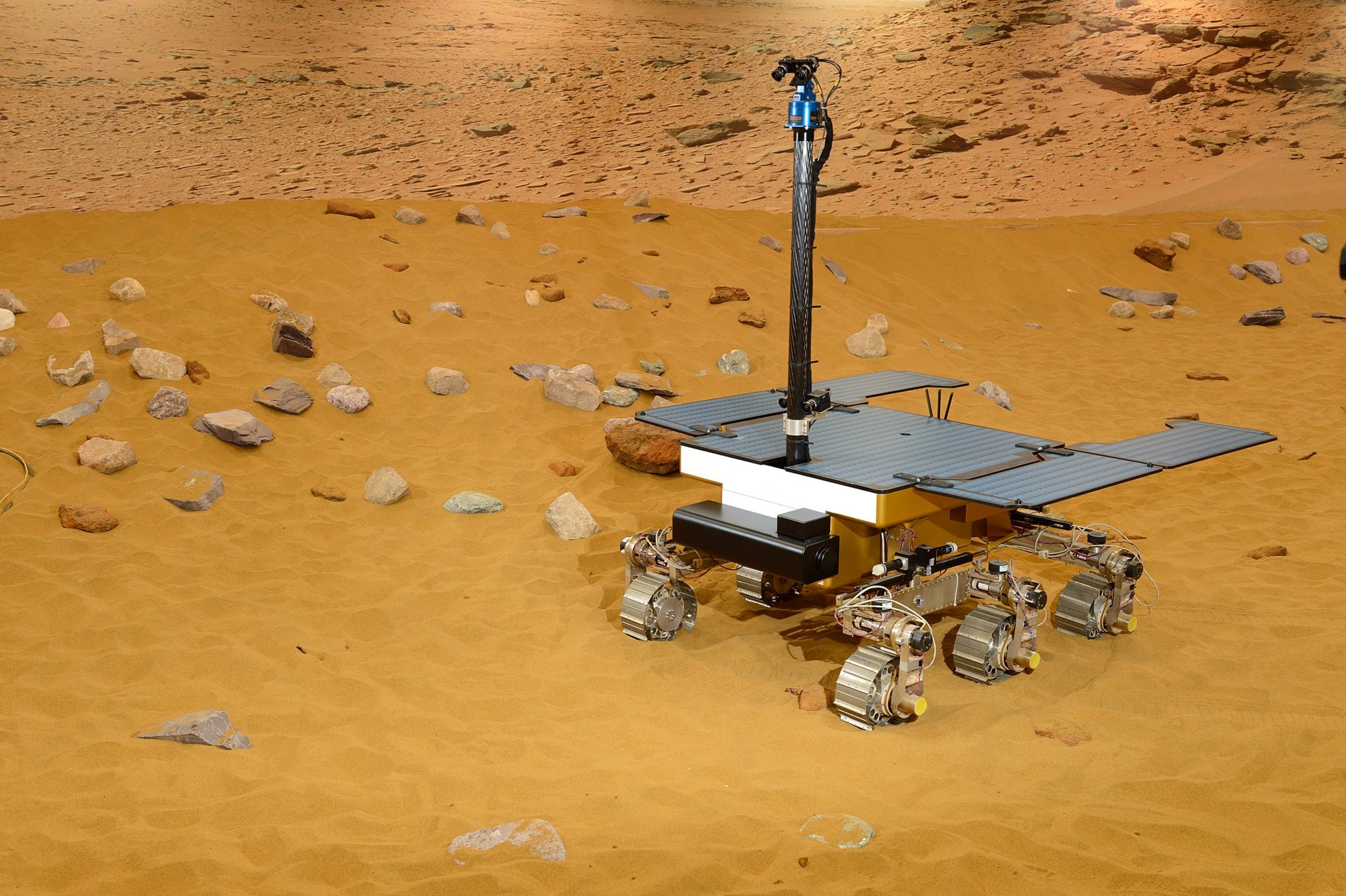 ExoMars Rover mission: how AG真人计划 looks for life on the red planet!
