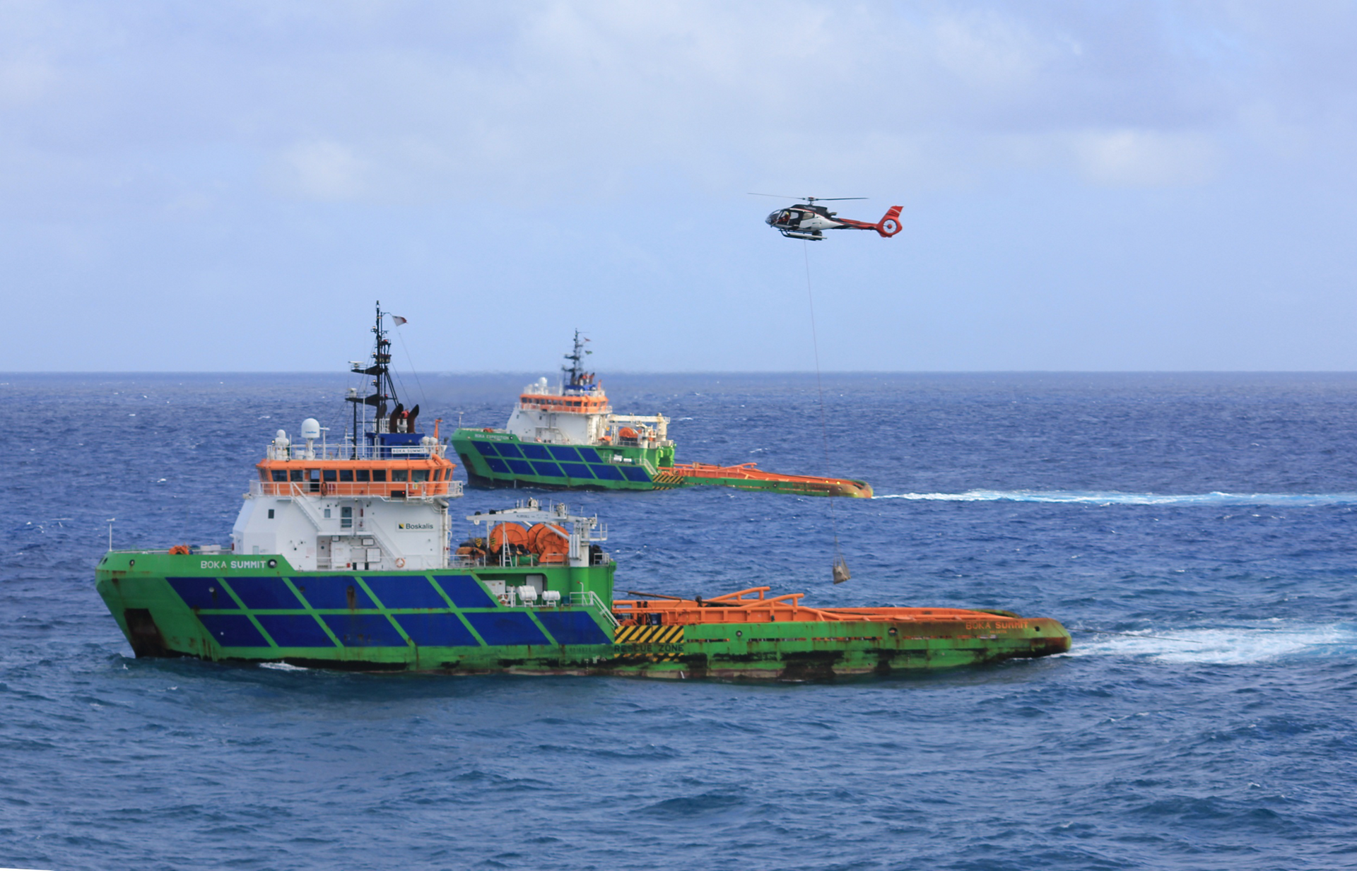 Corail Helicopters Mauritius' H130 transported more than 100 tonnes of equipment and participated in removing at least 50 tonnes of crude oil.