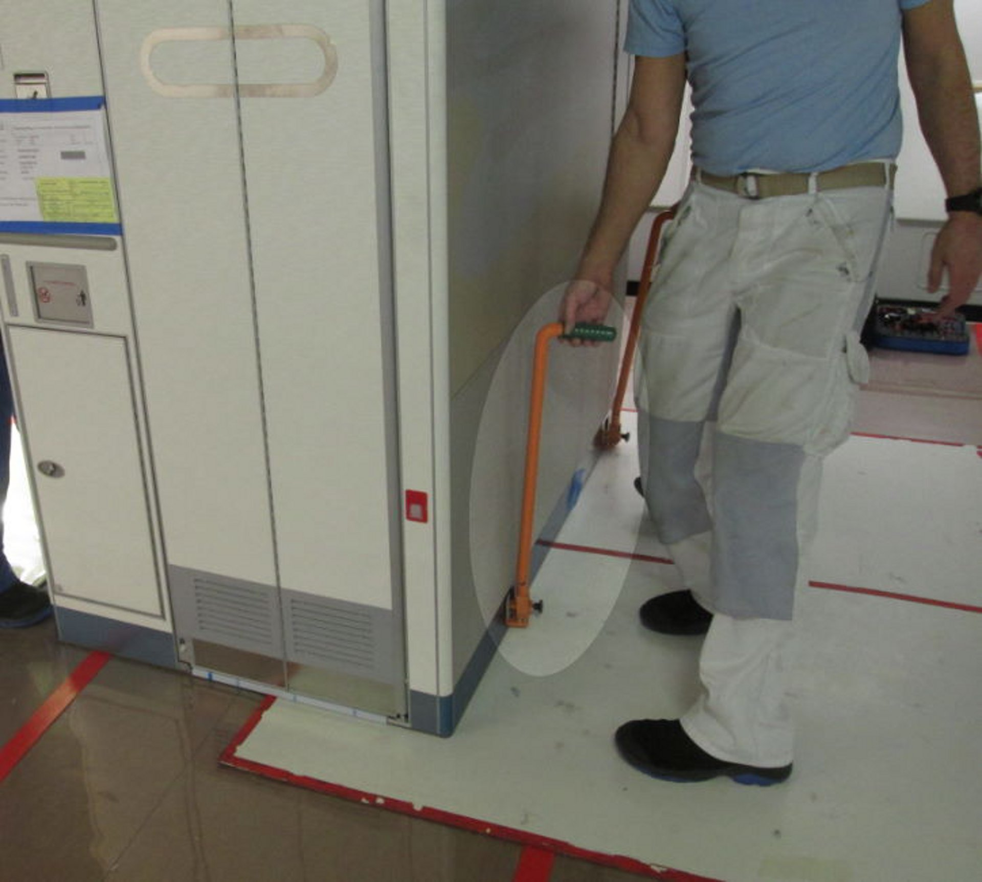 Tool for Removal / Installation of Lavatories