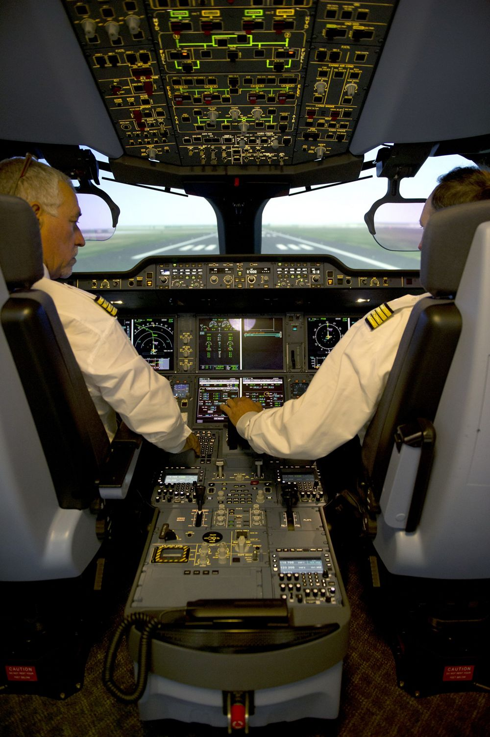 Flight Crew Training & Solutions | Airbus Services - Pilot