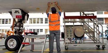 eTech 3D Repair - mechanic working on aircraft