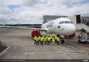 Airbus FHS team celebrates the 1,000th aircraft covered by Flight Hour Services with flyadeal