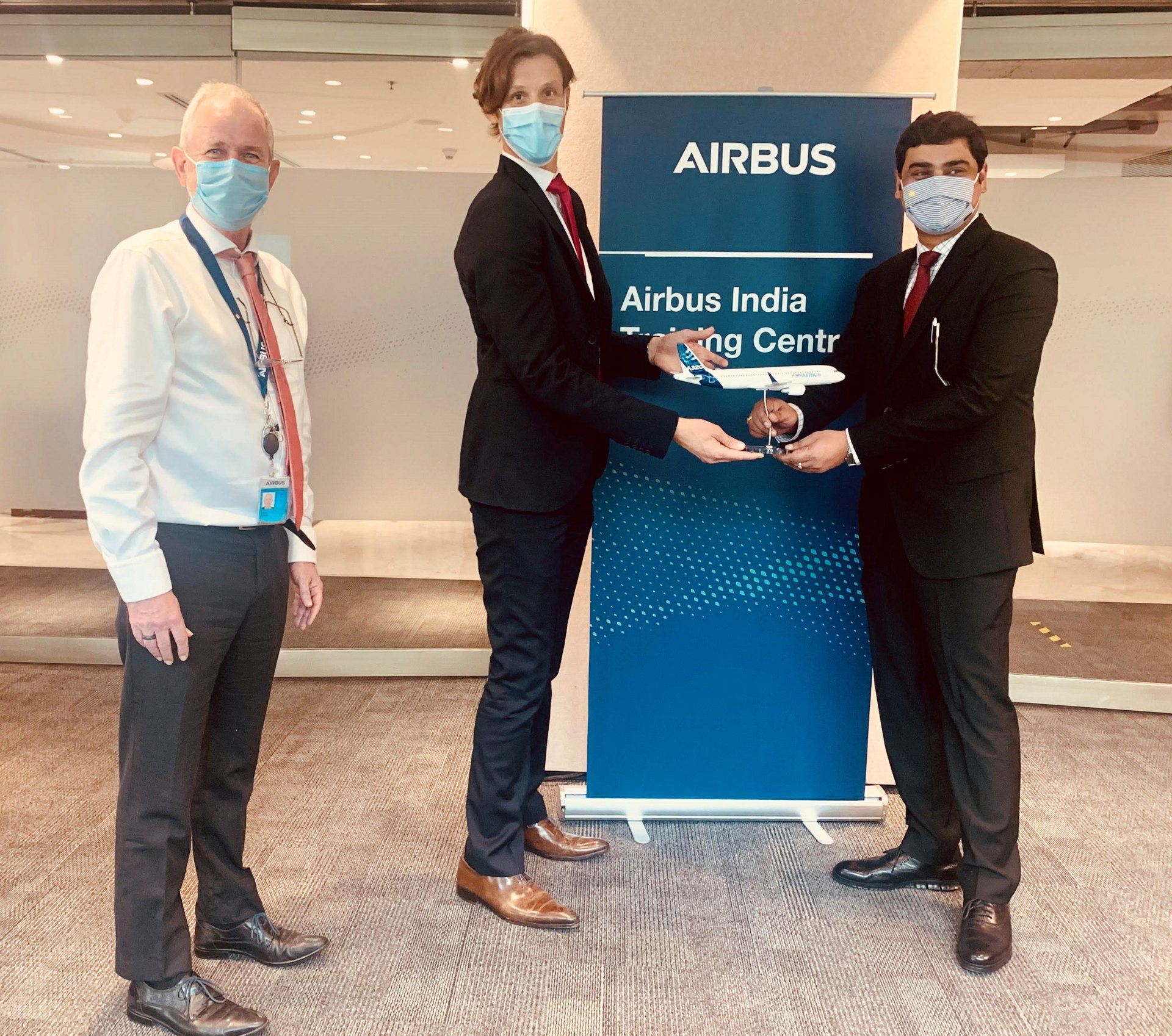 Rémi Maillard, new President and Managing Director, Airbus India and South Asia has just signed an agreement with Rahul Ranjan Singh, Vice President, Indian Institute of Aeronautics Group for Airbus maintenance Competence Training for Academy