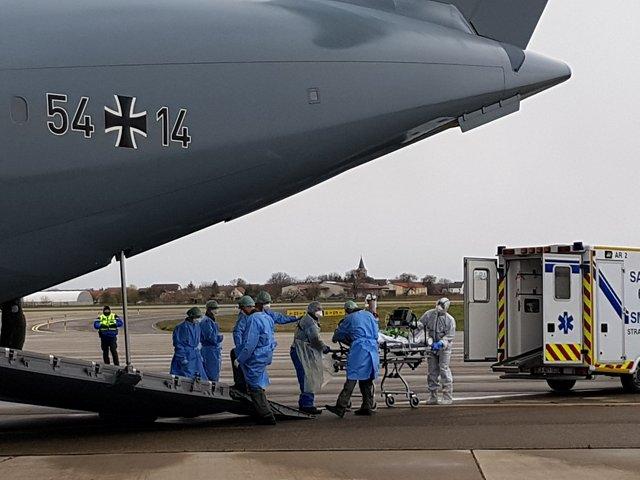Ein A400M vom Lufttransportgeschwader 62 aus Wunstorf fliegt in der COVID-19 Krise Patienten aus Frankreich / Straßburg aus, am 29.03.2020. copyright Luftwaffe