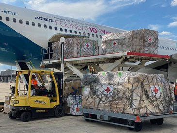 Loading of humanitarian goods on an Airbus A330neo test aircraft at Vatry, France