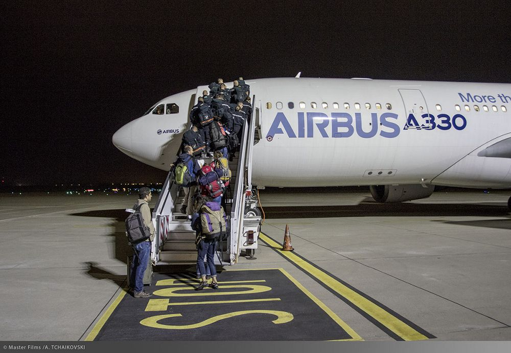 Embarking of aid workers at Lyon