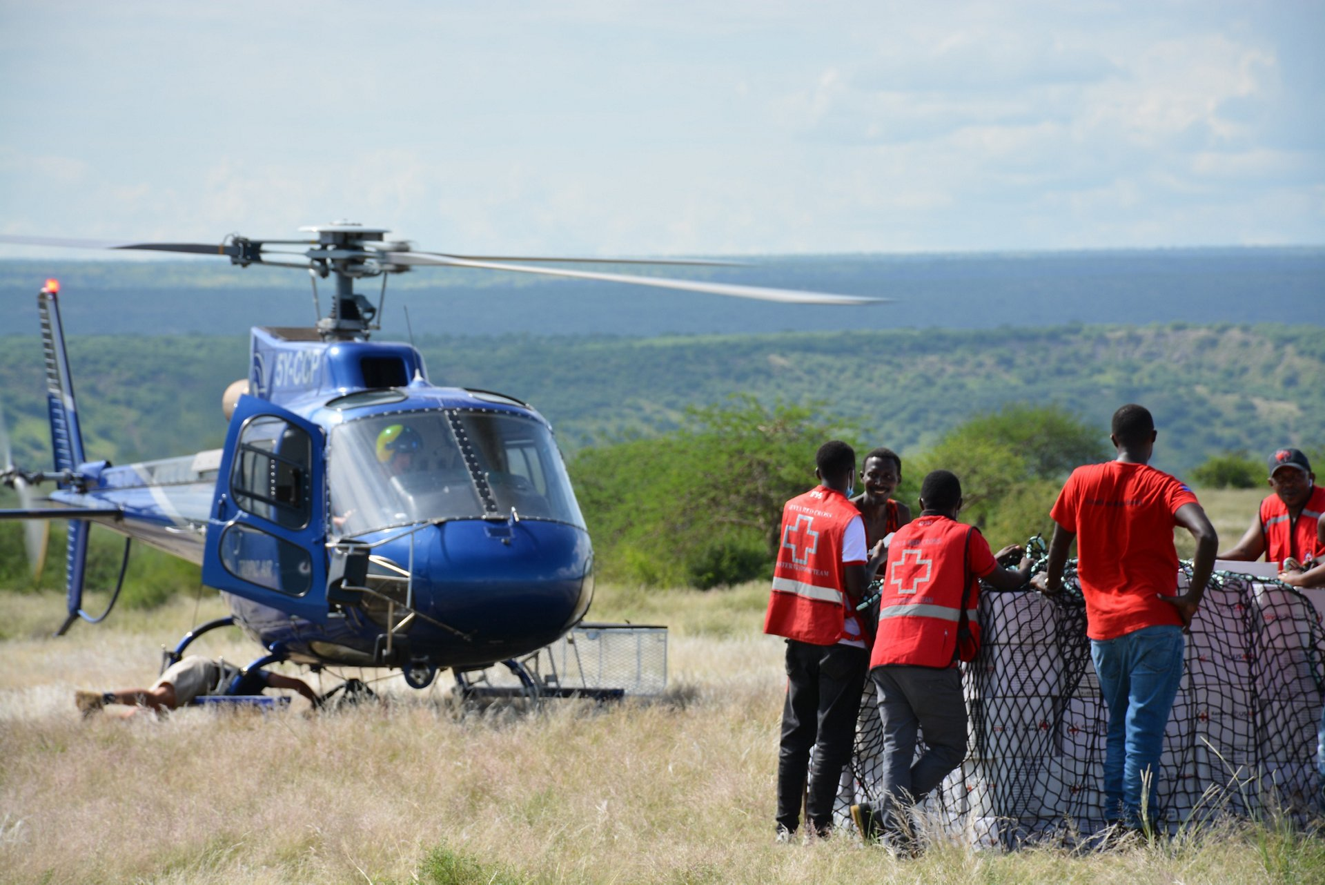 A H125 from Tropic Air Kenya transporting KRCS personnel conducted an aerial assessment mission in Garissa and Tana River County to strengthen the response and provide aid delivery.