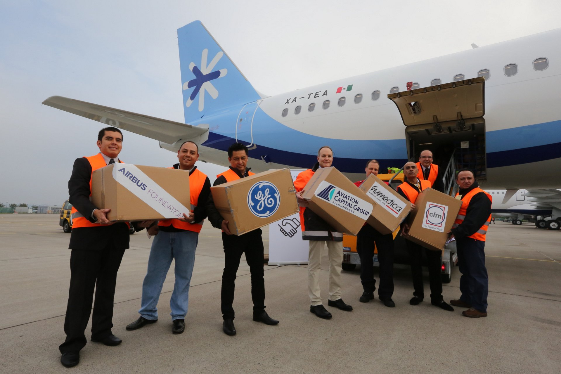 Loading of relief goods onto Interjet's latest A321 at Airbus Hamburg.