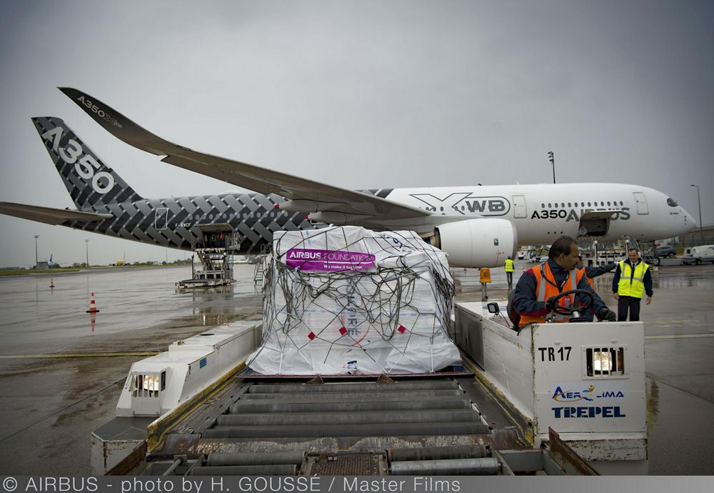 Loading of relief goods and medical personnel on an Airbus A350 XWB test aircraft at Paris Charles de Gaulle