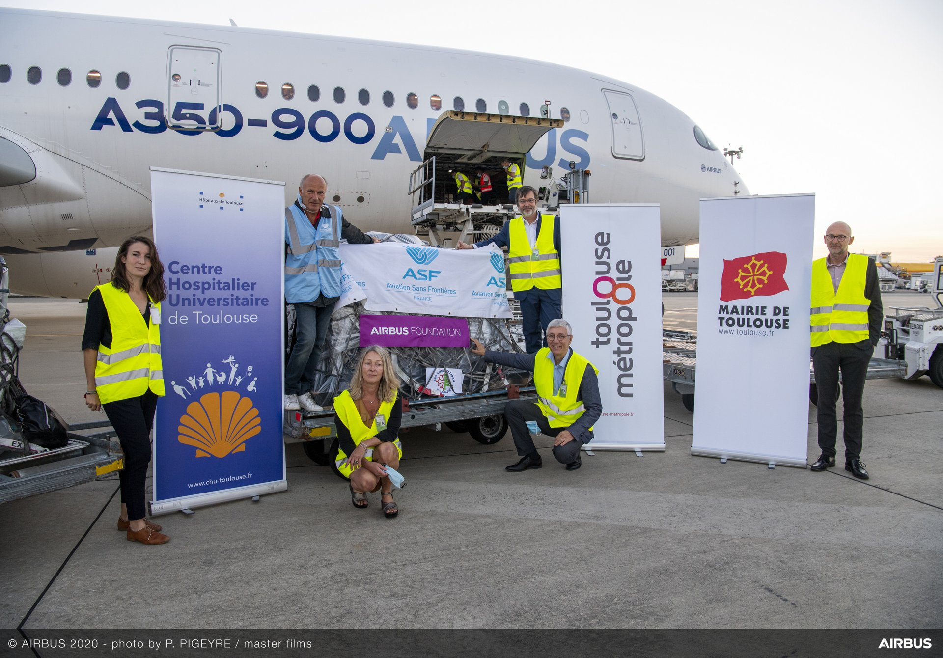 Representatives of the partner organizations during the loading of the A350 XWB at Toulouse Airport with relief items for Beirut