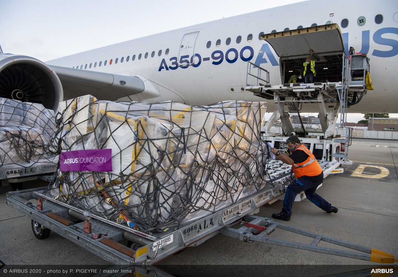 Loading of relief items for Beirut onto an Airbus A350 XWB at Toulouse Airport