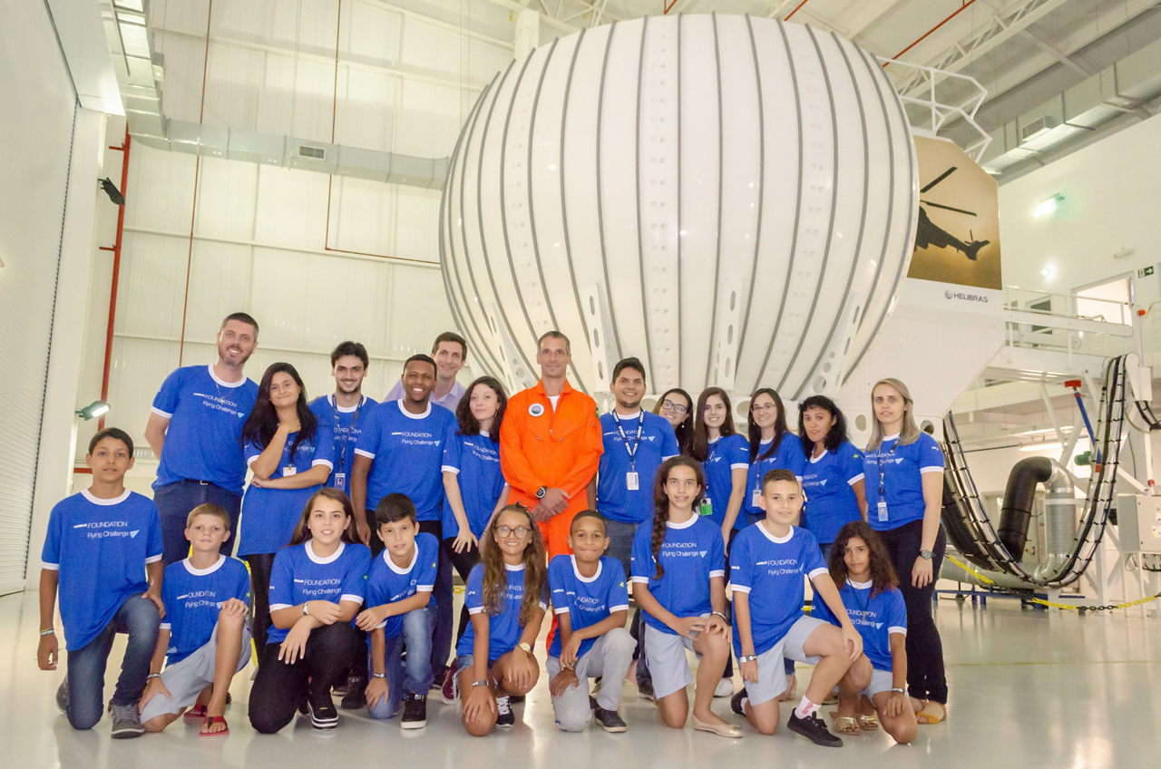 A group photo of participants at an Airbus Flying Challenge held in Itajubá, Brazil.