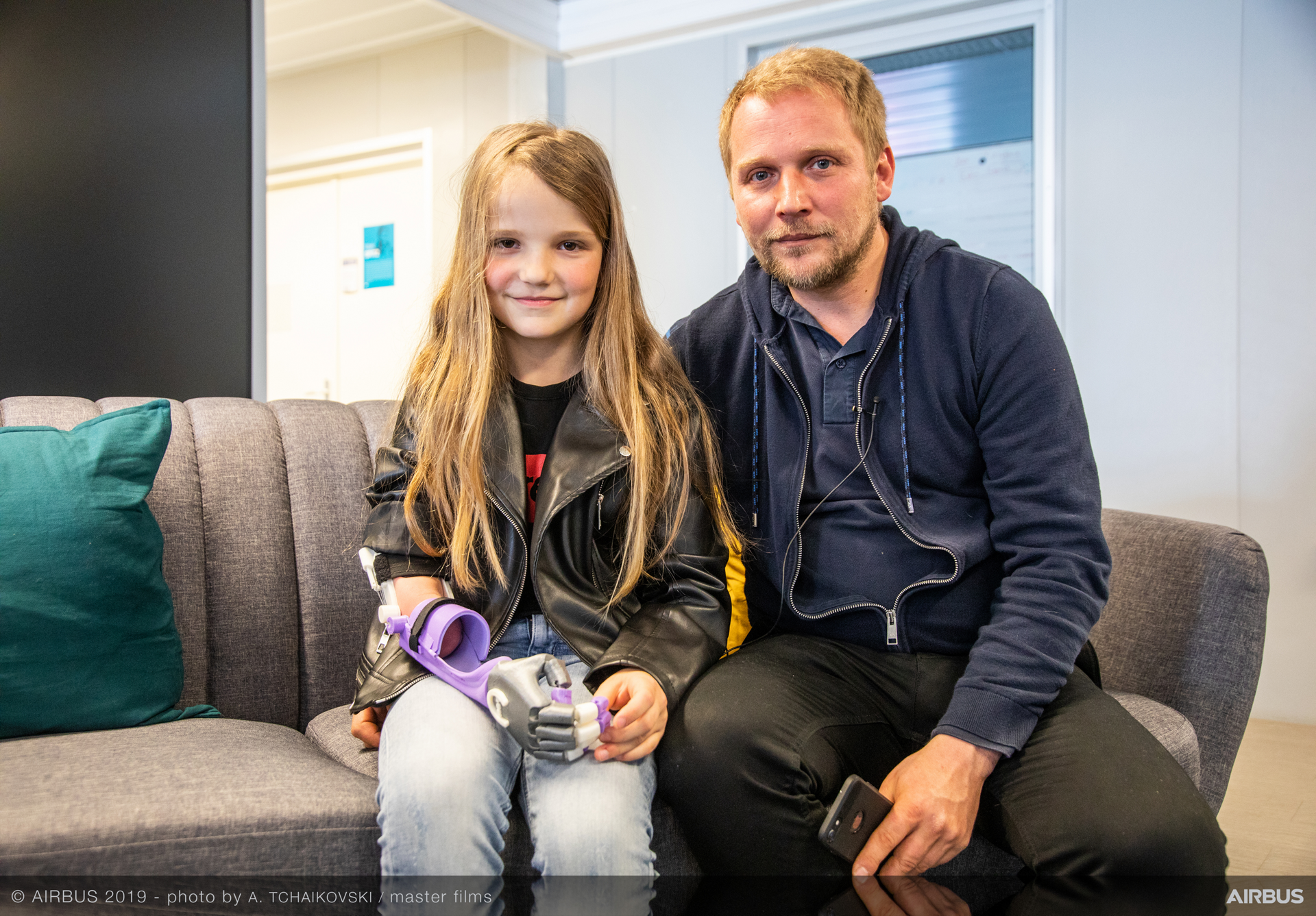 ​Volonteers in Airbus made a 3D printed arm for Lou, a little girl born with a missing arm. It is the delivery day to this little girl.