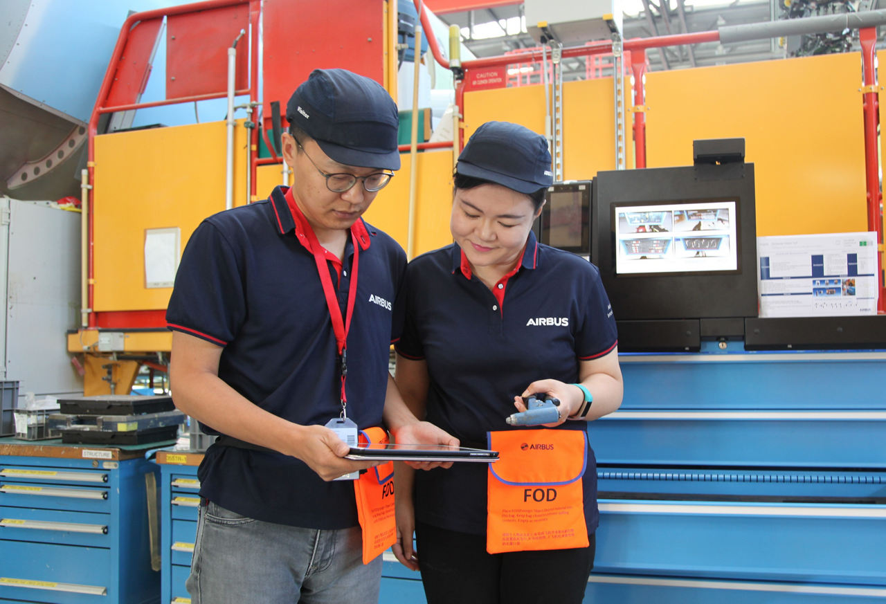 Two employees evaluate information at the Airbus China Innovation Centre (ACIC).