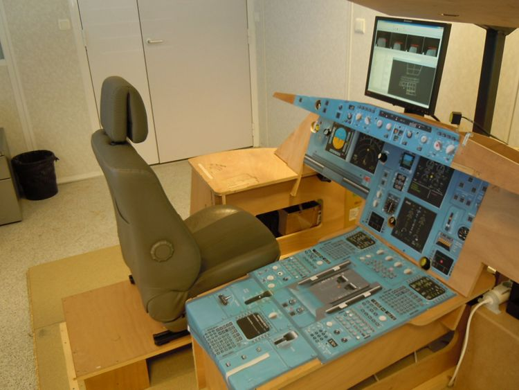 Airbus flat-pack cockpit kit