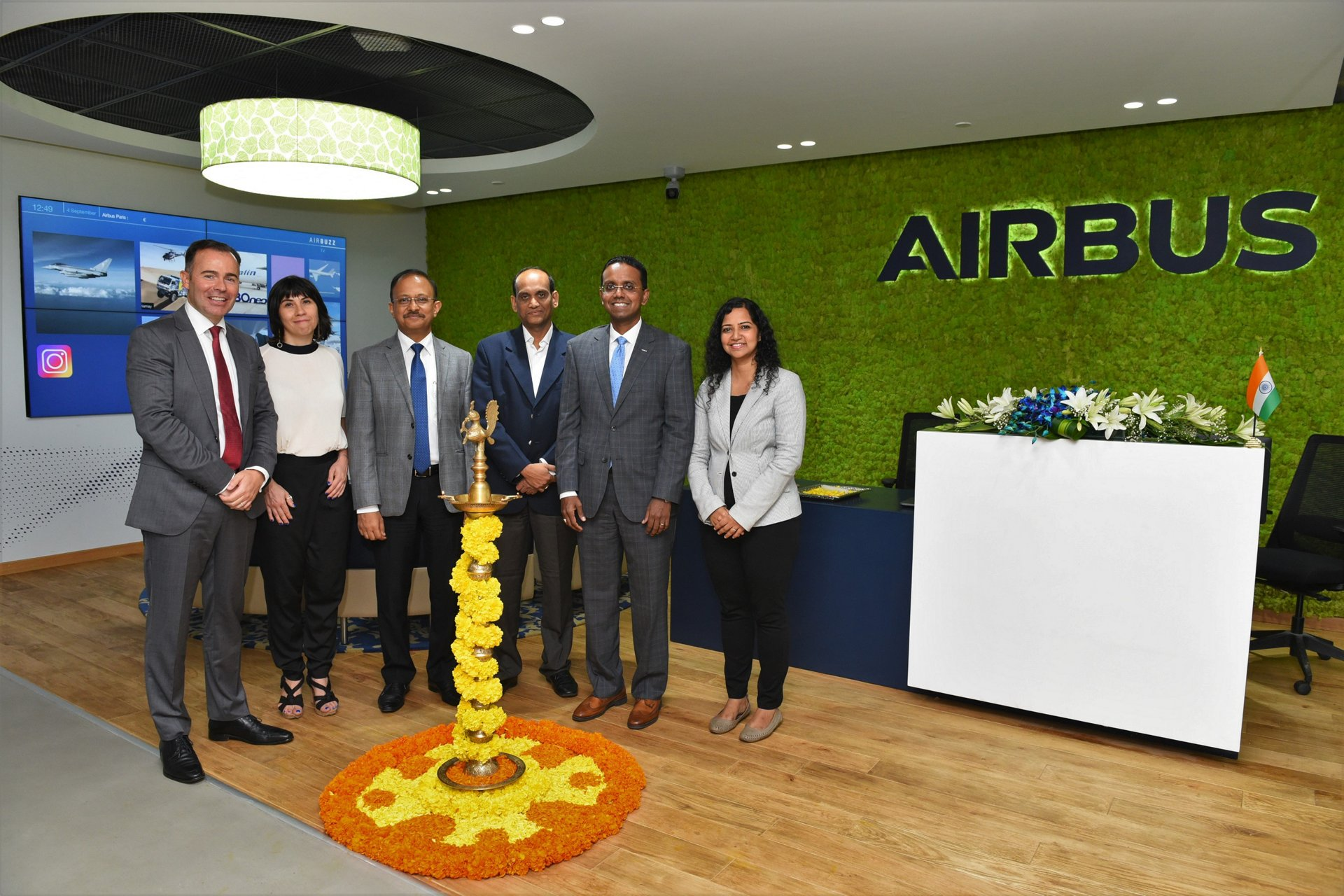 From left to right: Carlo Nizam, Chief Information Officer, Airbus India & South Asia; Marjorie Vanbaelinghem, Consule Generale, Consulate General of France in Bengaluru; Gaurav Gupta, IAS, Principal Secretary to Government, Commerce & Industries Department; Dr E.V. Ramana Reddy, IAS, Additional Chief Secretary to Government, Department of Information Technology; Anand Stanley, President & Managing Director, Airbus India & South Asia; Sujata Sundaram, Officer – Economic Affairs & PR, Consulate General of the Federal Republic of Germany, Bengaluru