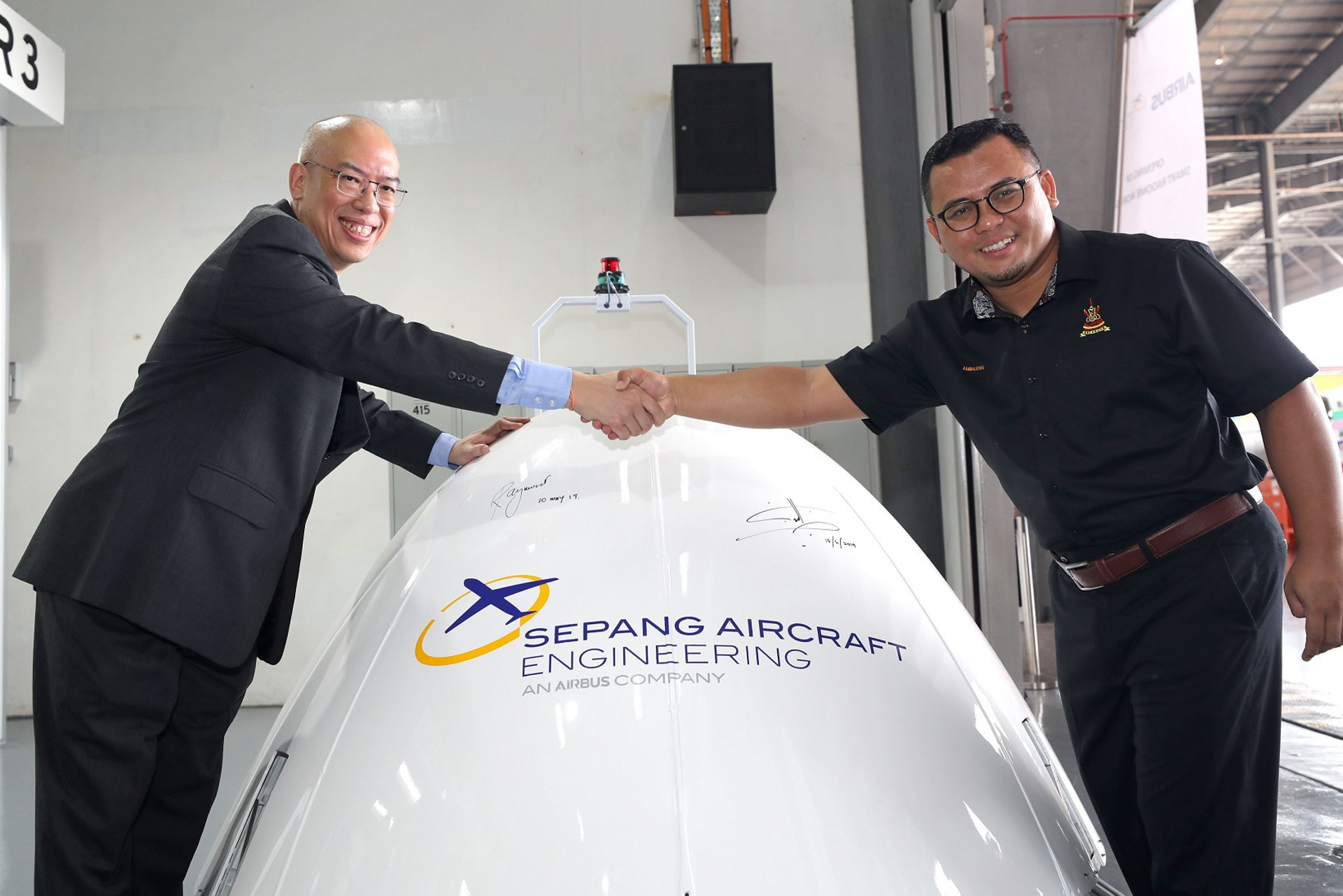 Raymond Lim, CEO of Sepang Aircraft Engineering (SAE) and Amirudin bin Shari, Chief Minister of Selangor state, Malaysia, at the launch of the SAE Smart Radome Workshop