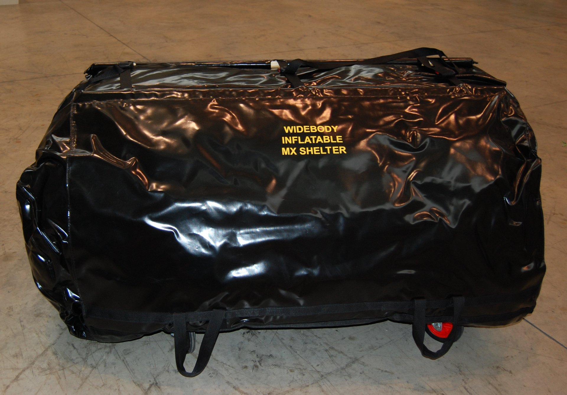 Inflatable tent for engine maintenance 3