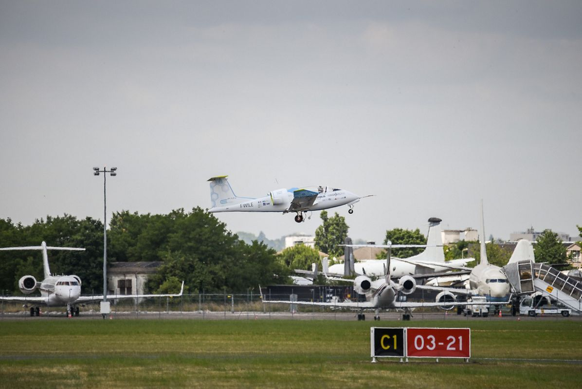 Airbus Group's E-Fan Performs Its 100th Flight At The Paris Air Show