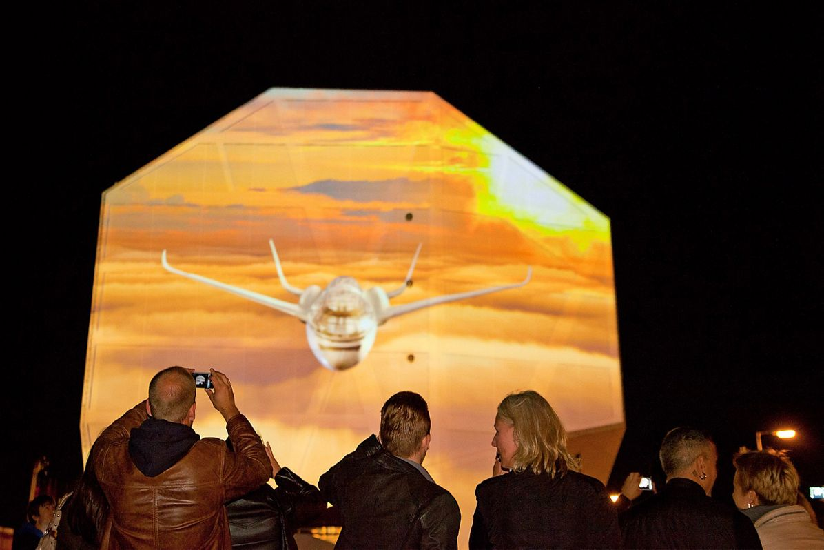 Airbus Smarter Skies - Berlin's Humboldt-Box light show
