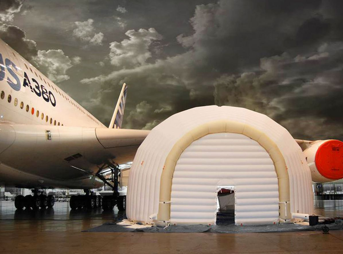 Inflatable tent for engine maintenance 1