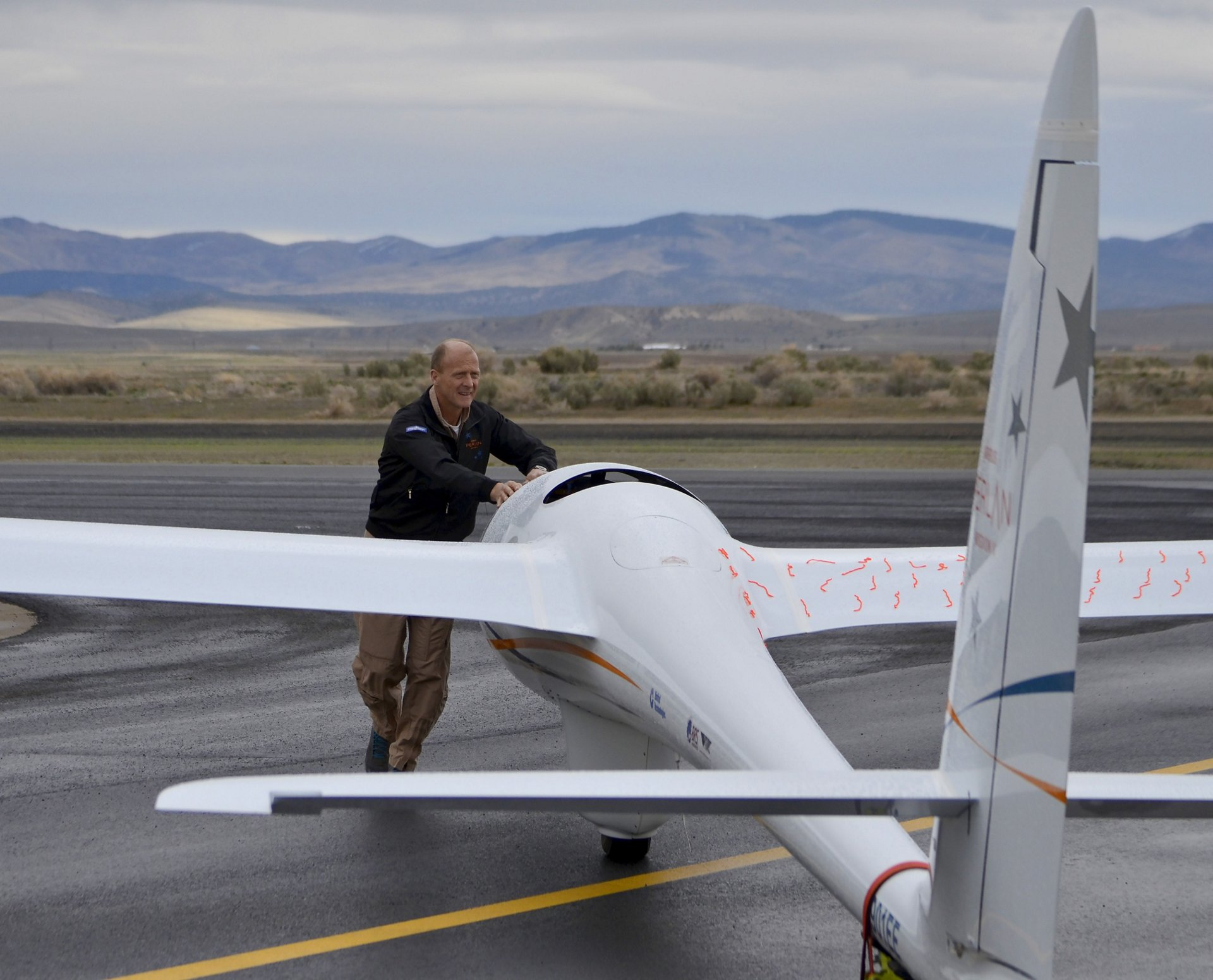 Airbus CEO Tom Enders worked alongside the Perlan 2 glider team in Nevada