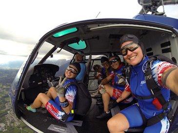Ang'elles parachute team 1