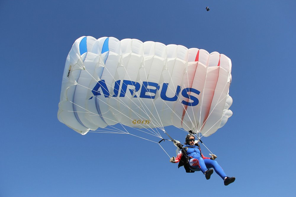 Airbus has sponsored the all-women Ang'elles parachute team, which competes under the aegis of the French Skydiving Federation, since 2016