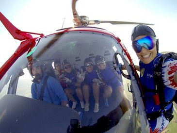 Ang'elles parachute team 4