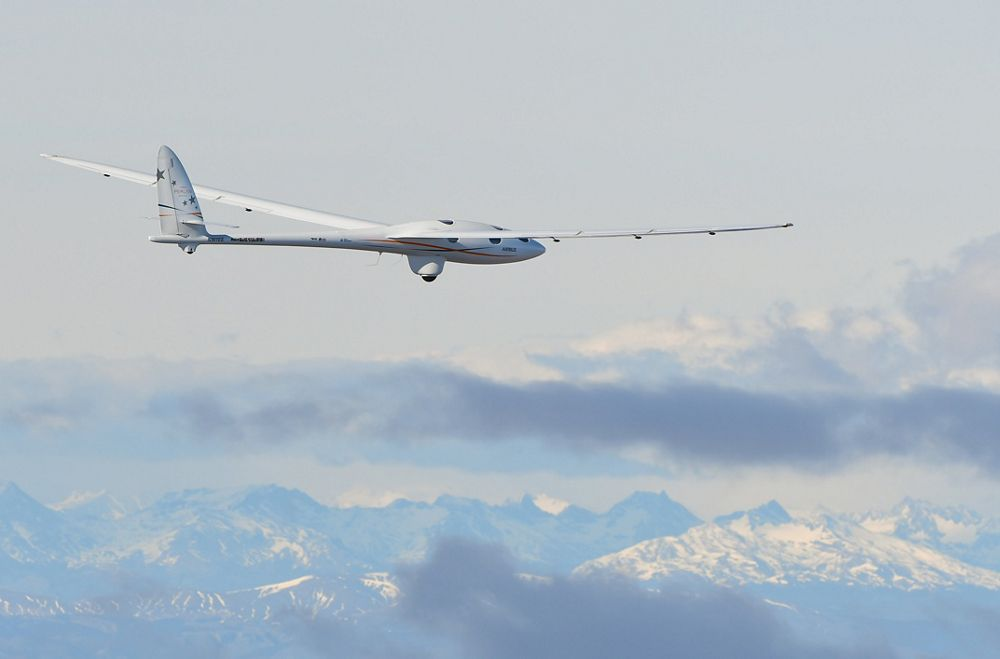 Pilots Jim Payne, Morgan Sandercock, Tim Gardner and Miguel Iturmendi have soared the pressurized Perlan 2 glider in a series of flights reaching a maximum altitude to date of 32,500 feet.