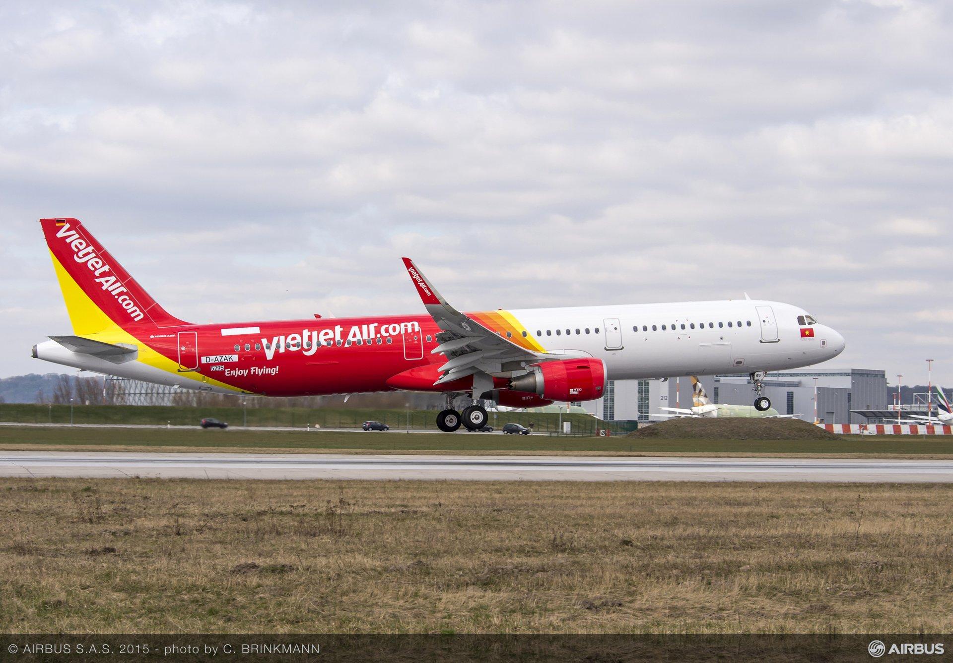 A321 VIETJET AIR MSN5295 TAKE OFF, Paris Air Show 2015_VietJetAir A321 firm order 6